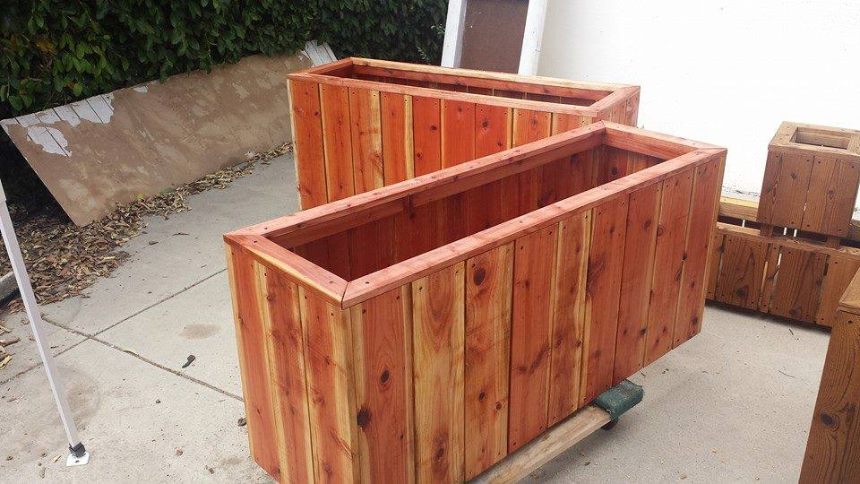 Privacy wall redwood custom planters in redondo beach ca for Privacy wall planter